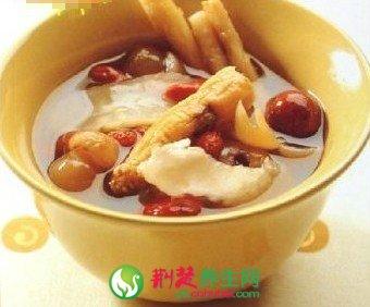 夏季养生美食  鲤鱼雪梨汤的做法